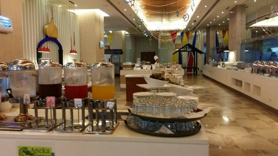 The Zenith Hotel, Kuantan: Though low season...the spread of food was not compromised...well done