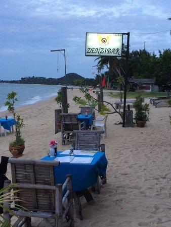 ZENZIBAR Beach Bar & Restaurant: À la tombée du jour