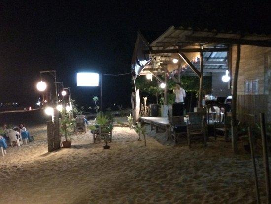 ZENZIBAR Beach Bar & Restaurant : By night !