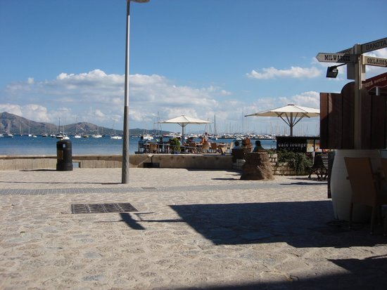 Can Pescador: beach view