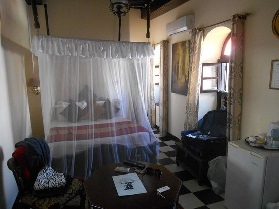 Tembo House  Hotel & Apartments: Original Room facing street