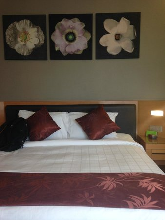 The Gardens Hotel & Residences : The bed