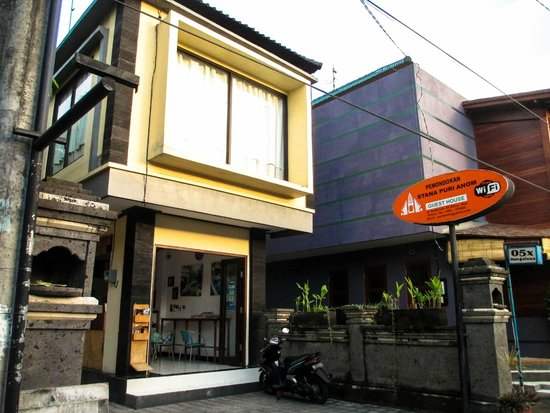 Front of Cafe Locca homestay from road