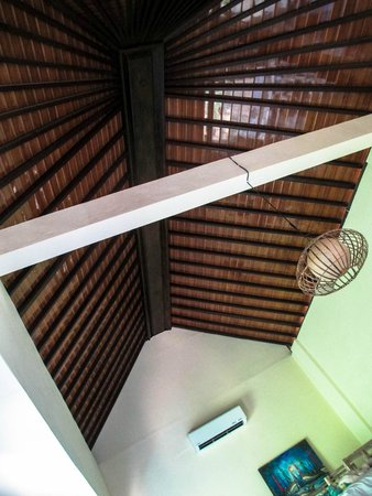 Cafe Locca Homestay: 8 bed dorm room above the office (high ceiling)