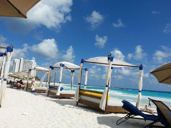 Aloft Cancun: Praia do Mandala Beach onde os hospedes do hotel podem frequentar