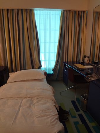 Dubai International Hotel : Xtra Bed Ready Before We Enter The Room