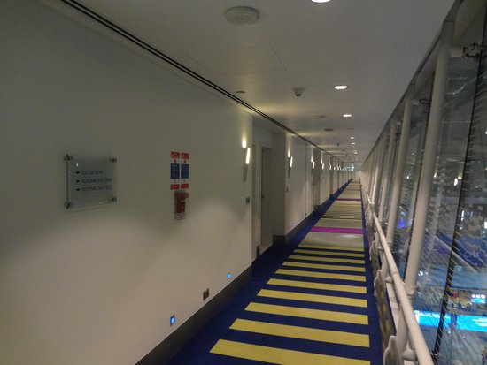 Dubai International Hotel : Corridor