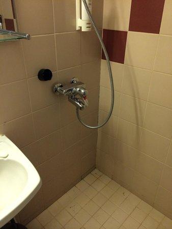Arthur Hotel : Ugly bathroom