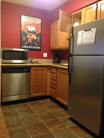 Residence Inn Provo : Kitchen area in room