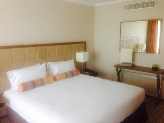AC Hotel by Marriott Ambassadeur Antibes- Juan les Pins : Room 606 bedroom