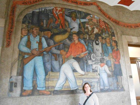 Murales de Diego Rivera en la Secretaría de Educacion Publica: Primeira obra de Diego Rivera retratando Frida Kahlo
