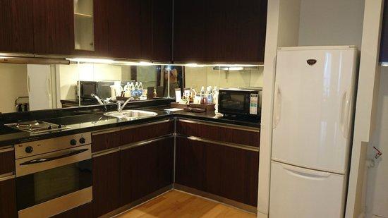 Emporium Suites by Chatrium: Kitchen
