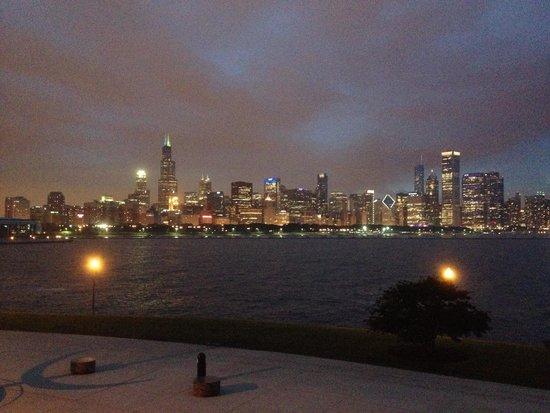 Adler Planetarium: Vista de Chicago a noite