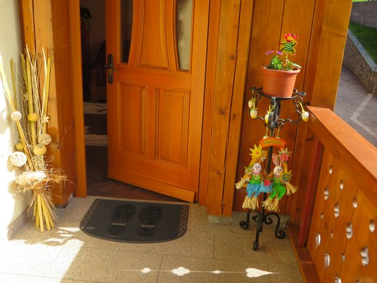 Pr Matjon: Front door