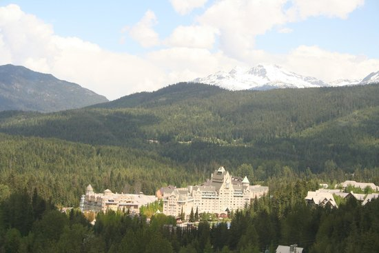 Fairmont Chateau Whistler Resort: View from going up the mountain