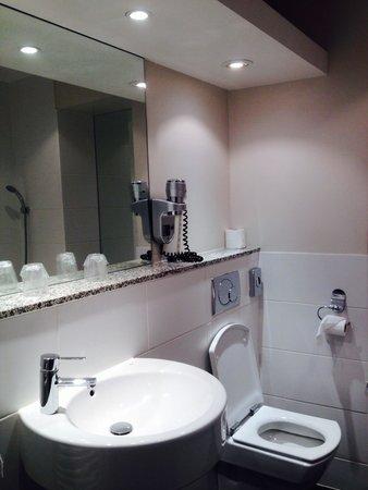 Claret Hotel : Salle de bain