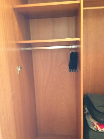 Römischer Kaiser: just a cupboard - no safe, no bathrobe, no laundry bag