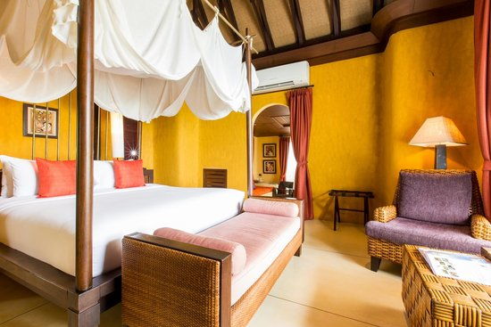Paradee Resort & Spa Hotel: bedroom beachfront pool villa