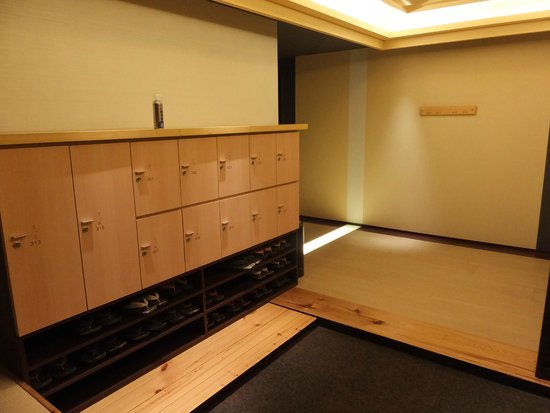 Hotel Dogo Yaya: 階ごとに靴箱があり、ここからははだしで歩けます