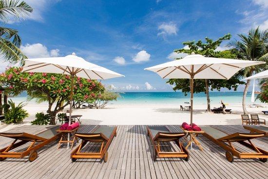 Paradee Resort & Spa Hotel: หาดของปารดี ทรายขาวละเอียด น้ำทะเลใสมาก