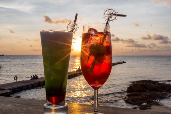 Paradee Resort & Spa Hotel: Sunset Bar
