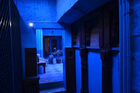 The Blue House Guest House Jodhpur: Hotel hallway