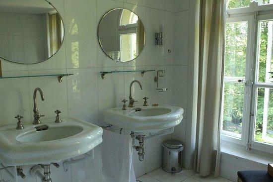 Chez Pablo Villa Elfenau : Das Badezimmer.