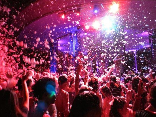 Club Med Bali: Club Med Foam Party