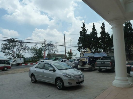 Ngoc Phat Hotel: In front of the hotel