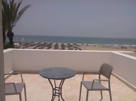 Royal Decameron Tafoukt Beach Hotel : Une suite et terrasse vue mer