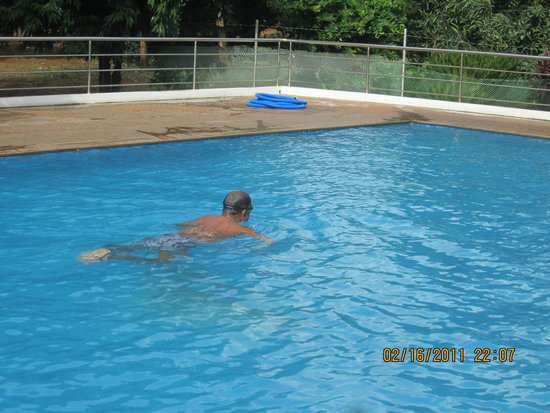Kuttalam Heritage Resort: joeswamy having a swim