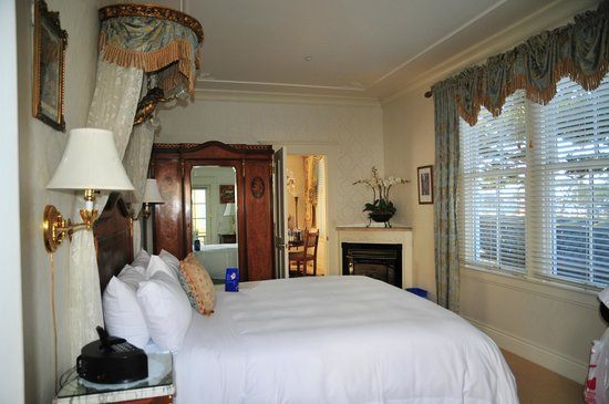 Seven Gables Inn: Sea View Cottage - Master Bedroom