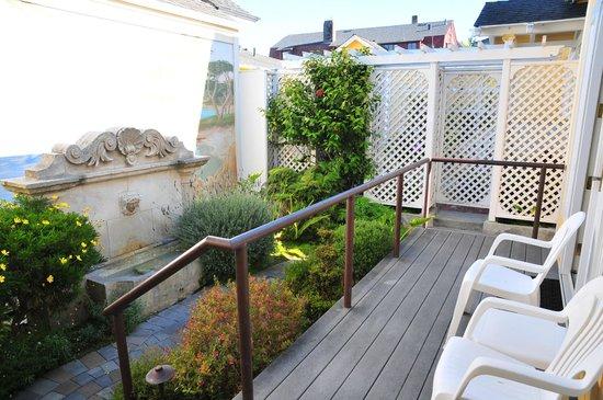 Seven Gables Inn: Sea View Cottage - Private deck/garden
