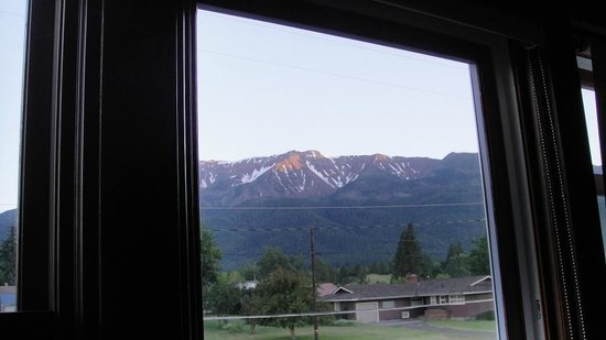Bronze Antler Bed & Breakfast: Chief Joseph Mountain seen from the Chief Joseph Room