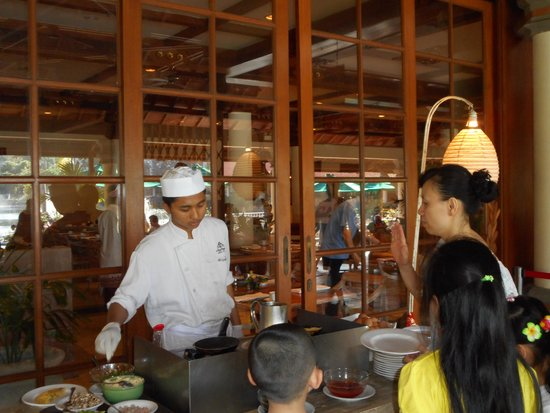 Ayodya Resort Bali: How would you like your Omelette  ?