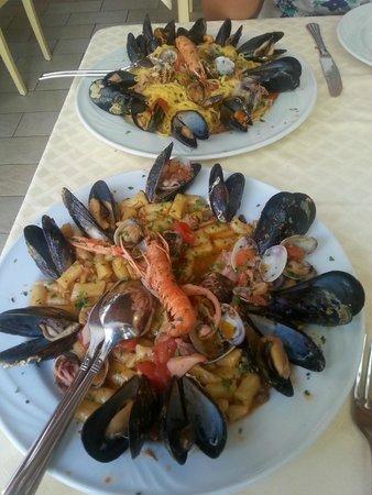 Delizie Di Mare: Gnocchetti e tagliolini ai frutti di mare
