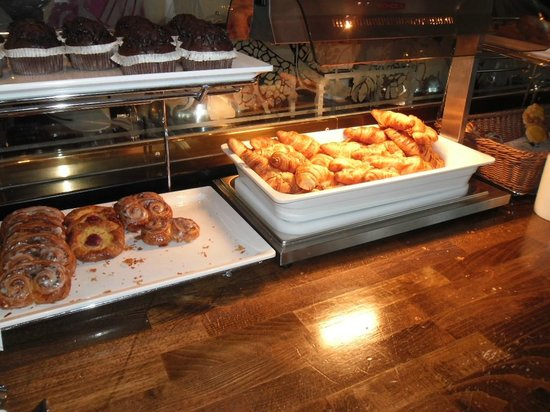 Warsaw Marriott Hotel: All kind of croissants awailable for breakfast