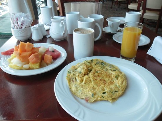 Warsaw Marriott Hotel: Wide selection of breakfast