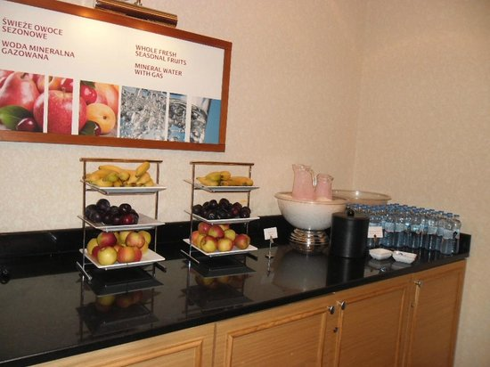 Warsaw Marriott Hotel: Fruits for breakfast