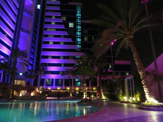 Elite Resort & Spa: foto notturna