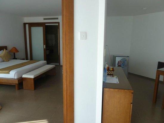 Unique Mui Ne Resort : Bed room and living room