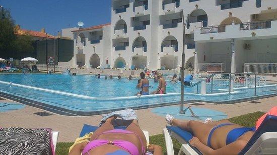 Tropical Sol Apartments: Pool