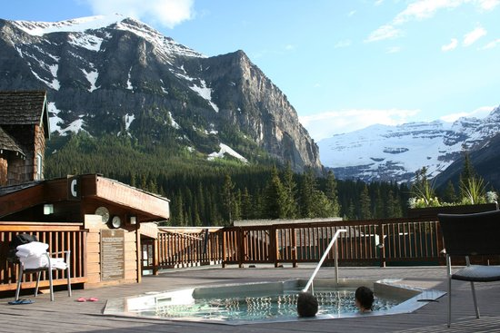 sitting area picture of deer lodge lake louise. Black Bedroom Furniture Sets. Home Design Ideas