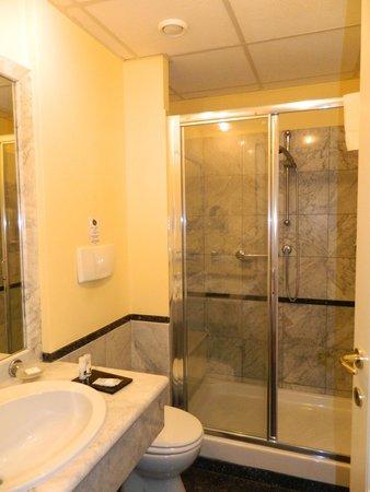 Best Western Congress Hotel: Shower cabin