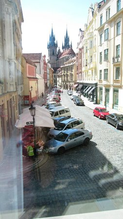 Barcelo Old Town Praha: the view of the quiet street and Tyn Church from our room no. 204