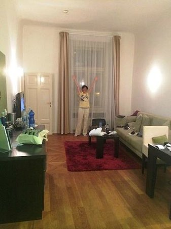 Barcelo Old Town Praha: Junior Suite with high ceilings, big living room area and big windows.