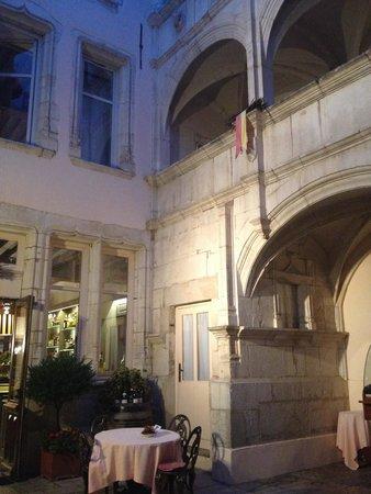 Hotel de Luxe le Cep : Cour intérieure