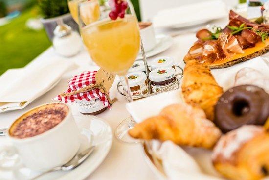 Alpenroyal Grand Hotel - Gourmet & Spa: Breakfast