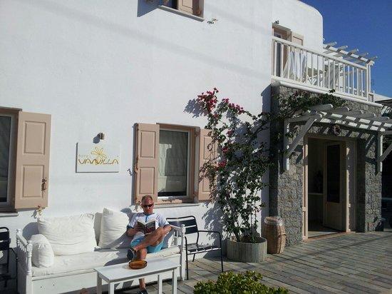 Vanilla Hotel: Relaxing in the sun