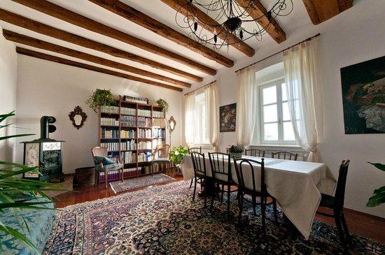 il soggiorno/sala da pranzo - Picture of B&B Le 5 Muse, Grignano ...